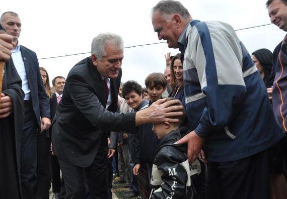Kuršumlija 15.9.2012. g. - Predsednik Nikolić i vladika niški Jovan Purić obišli su manastir Sveti Nikola u Kuršumliji