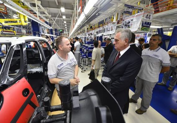 Kragujevac 4.9.2012. g. - Predsednik Nikolić i predsednik Fijat grupe Serđo Markione, u obilasku fabrike Fijat automobili Srbija