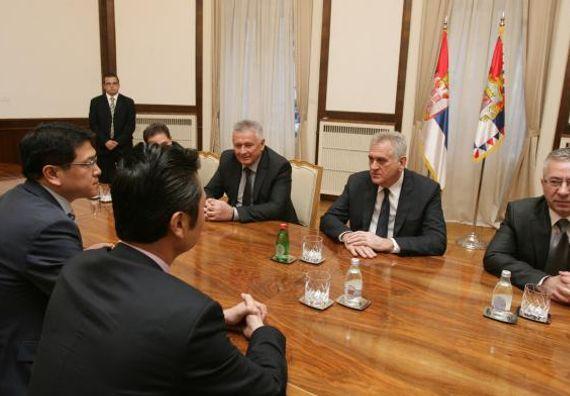 Beograd, 25.12.2013. god. Predsednik Nikolić sa Sun Lijangom, predsednikom kompanije Šandong Hajspid.