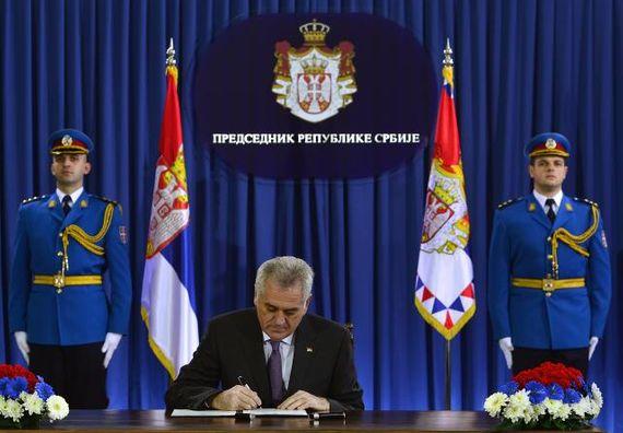 Beograd, 29.1.2014. god. Predsednik Nikolić potpisao ukaz o raspuštanju parlamenta i odluku raspisivanju vanrednih parlamentarnih izbora.