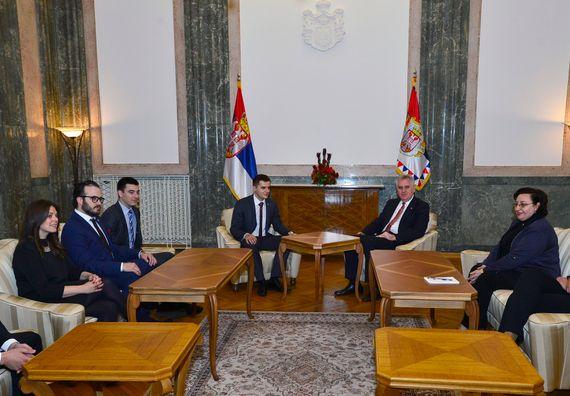Beograd, 8.5.2014. god. Predsednik Nikolić sa delegacijom Međunarodne komore mladih aktivnih građana.