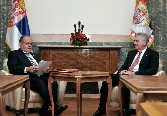 Beograd, 8.5.2014. god. Predsednik Nikolić sa predstavnicima Svetske federacije konzula.