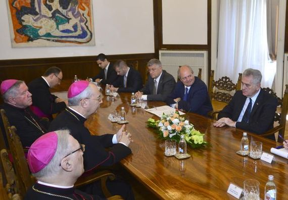 Beograd 1.7.2014. god - Predsednik Srbije Tomislav Nikolić sa sekretarom Svete stolice za odnose sa drugim državama Dominikom Mambertijem