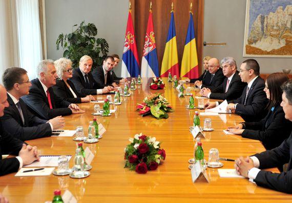 Beograd, 17.7.2014. god, Predsednik Nikolić sa  predsednikom Vlade Rumunije, Viktorom Pontom.