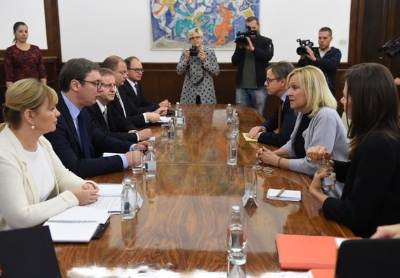 Predsednik Vučić sa ministarkom za evropske poslove Bavarske Beate Merk, Foto Tanjug, Dragan Kujundžić