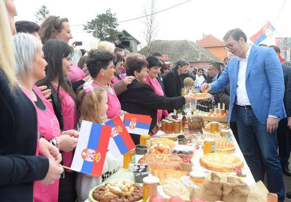 Председник Вучић обишао Подунавски округ