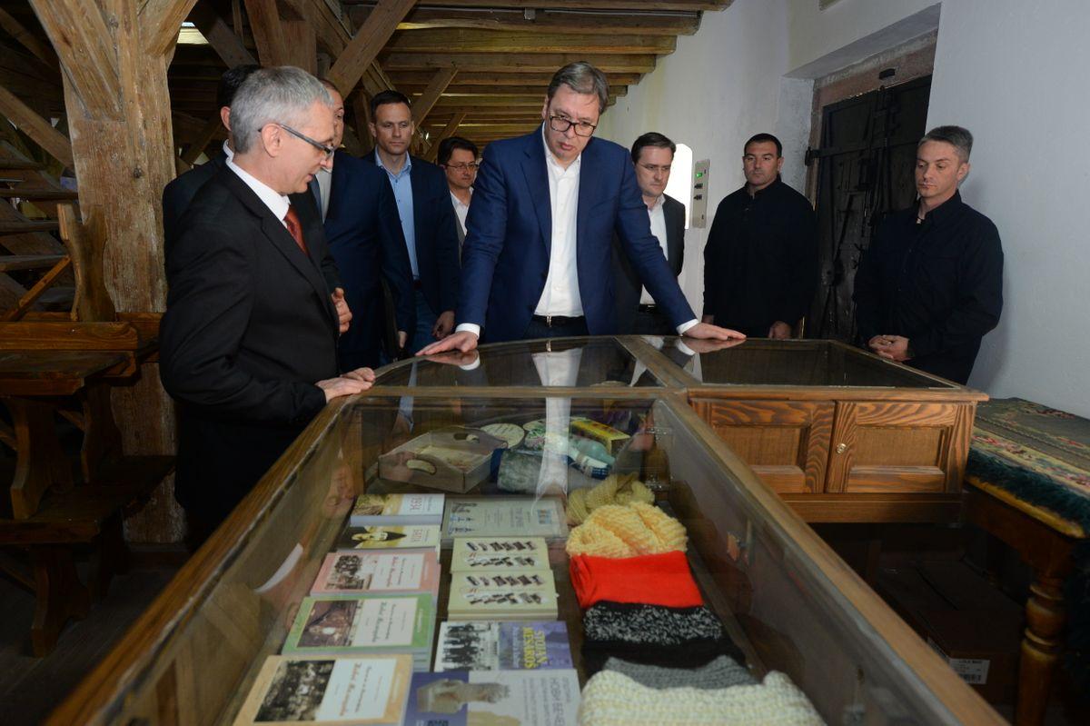 Председник Вучић обишао Средњебанатски округ у оквиру кампање