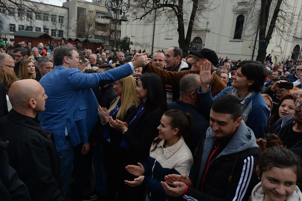 Председник Вучић обишао Подунавски округ у оквиру кампање