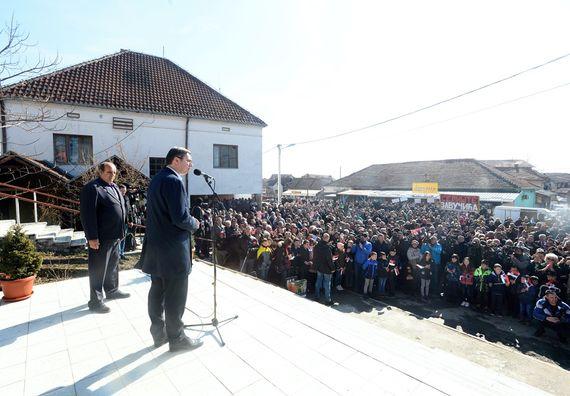 Председник Вучић обишао Расински округ у оквиру кампање