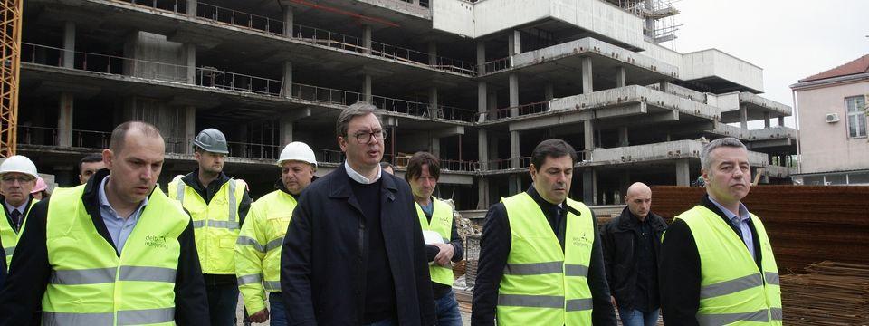 Председник Вучић обишао радове на изградњи и реконструкцији Клиничког центра Србије