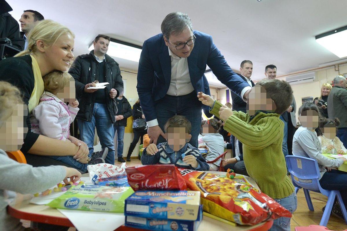 Predsednik Vučić obišao Centar za zaštitu odojčadi, dece i omladine u Zvečanskoj ulici