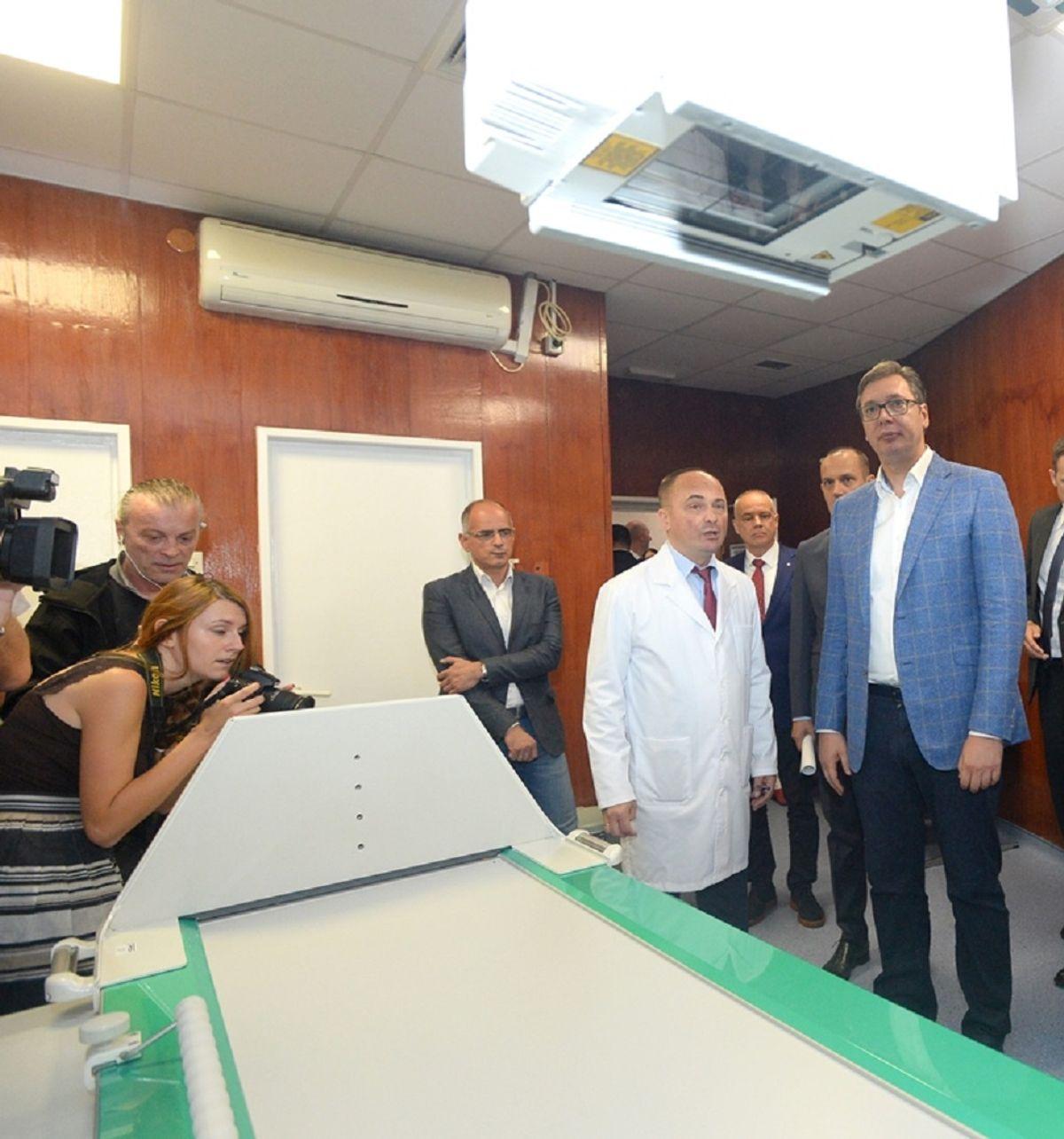Председник Вучић обишао радове на реконструкцији просторија Универзитетске дечје клинике у Тиршовој