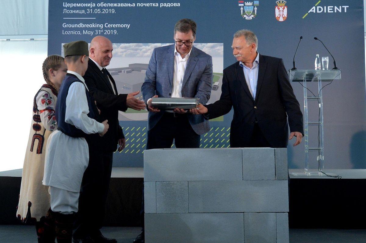 Председник Вучић присуствовао обележавању почетка радова на изградњи фабрике