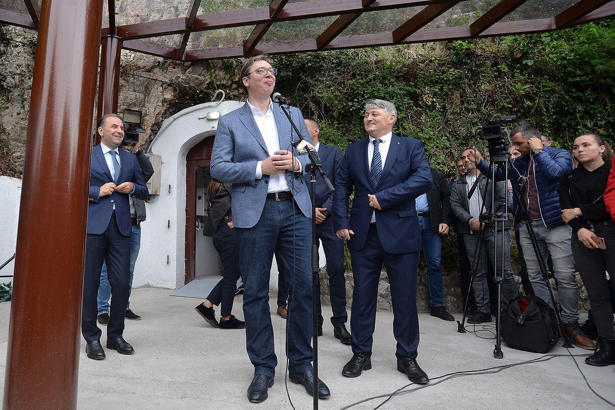Председник Вучић обишао подземни град Карађорђевића у Малом Зворнику