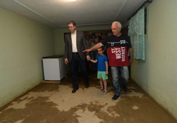 Predsednik Vučić posetio naselje Gornji Ribnik u Trsteniku