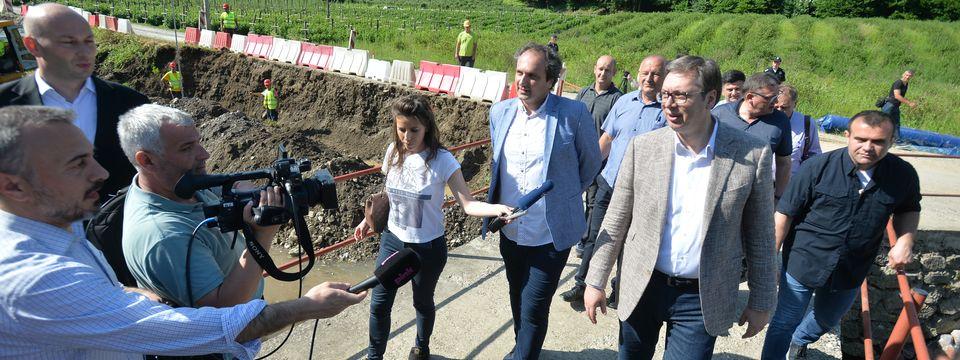 Predsednik Aleksandar Vučić posetio poplavljena područja