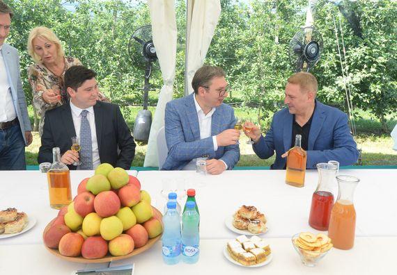 Председник Вучић обилази Зајечарски округ у оквиру кампање
