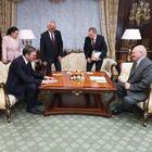 Председник Републике Србије Александар Вучић разговарао је данас у Минску, боравећи у дводневној званичној посети Белорусији, са председником Александром Лукашенком.
