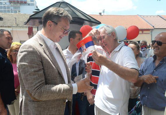 """Predsednik Vučić obišao Zapadnobački okrug u okviru kampanje """"Budućnost Srbije"""""""