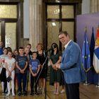 Председник Вучић са децом са севера Косова и Метохије