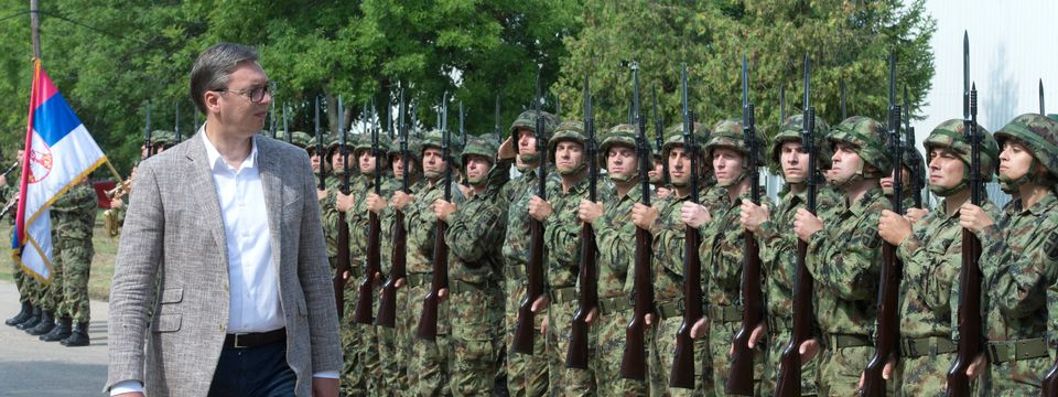 Председник Вучић присуствовао приказу нових оклопно-извиђачких возила Војске Србије