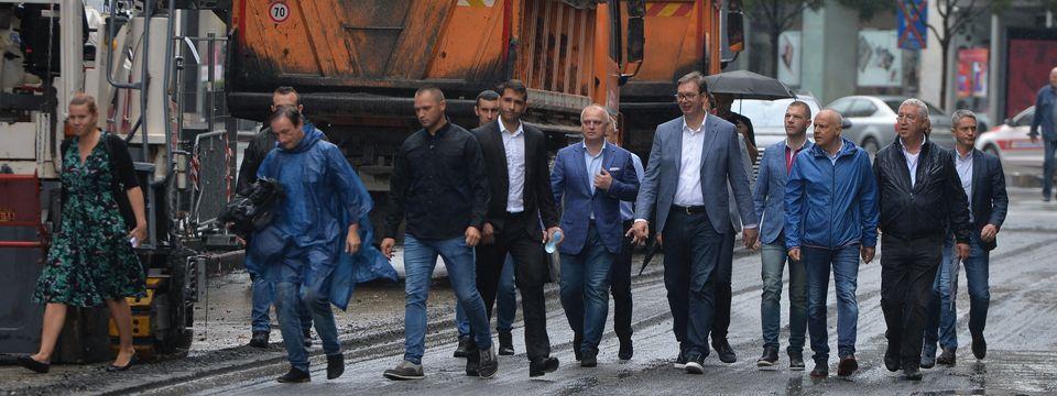 Predsednik Vučić obišao radove na Trgu republike