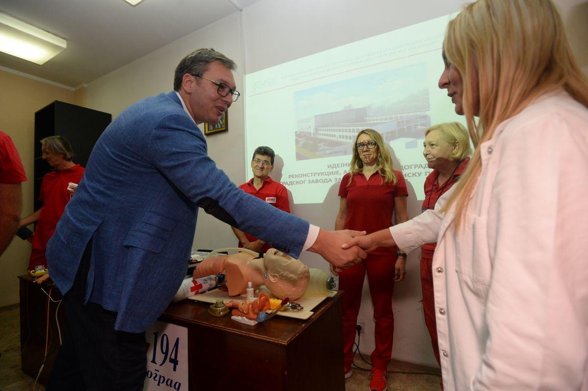 Председник Вучић обишао зграду Градског завода за хитну медицинску помоћ Београд