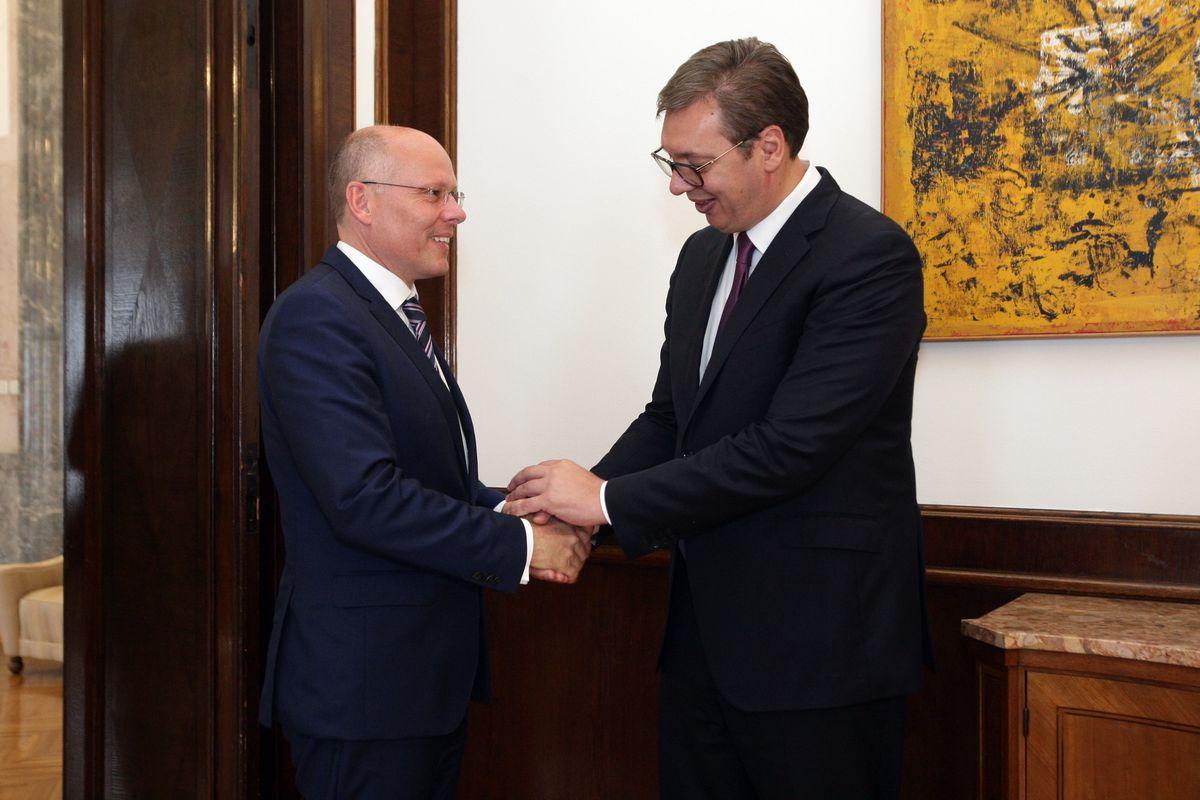 Председник Вучић састао се са послаником Бундестага Петером Бајером