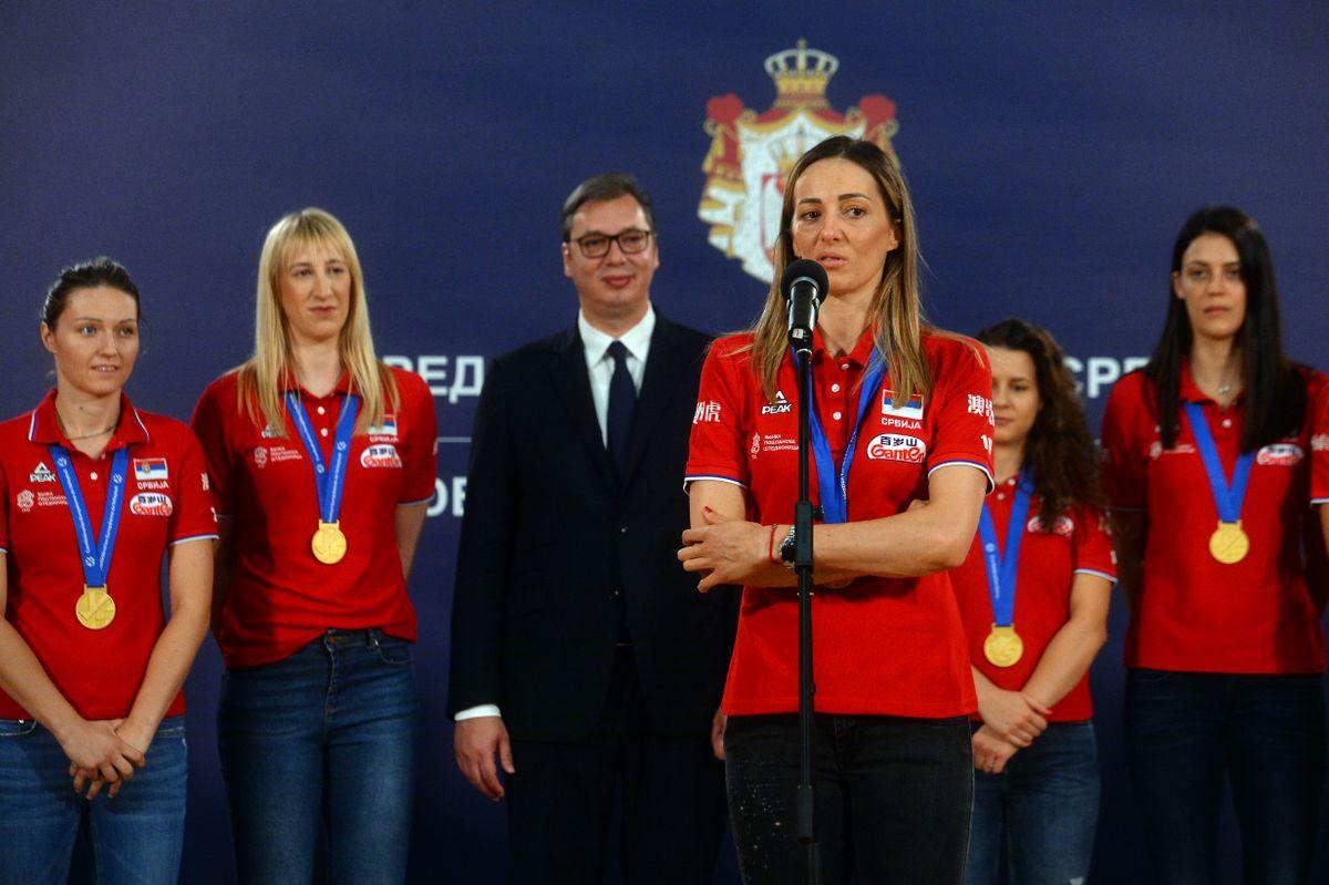 Predsednik Vučić primio žensku odbojkašku reprezentaciju Srbije