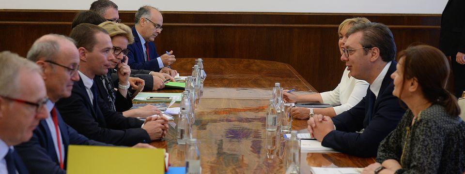 Председник Вучић састао се са са државним секретаром за јавну администрацију Француске