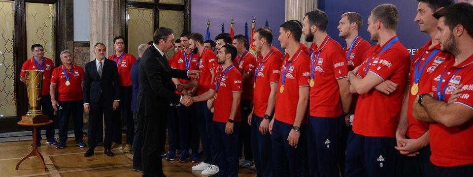 Председник Вучић примио мушку одбојкашку репрезентацију Србије
