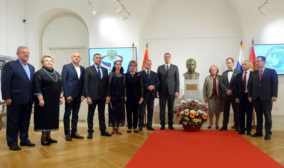 Председник Вучић присуствовао oткривању бисте Јевгенија Примакова