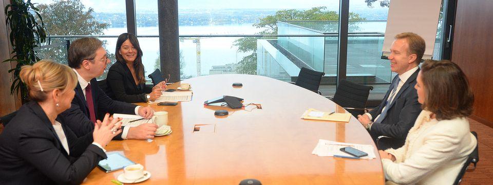 Predsednik Vučić sastao se u Ženevi sa predsednikom i članom UO Svetskog ekonomskog foruma