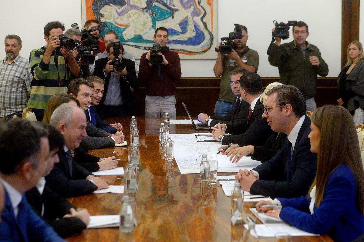 Predsednik Vučić prisustvovao potpisivanju ugovora za izgradnju deonice auto-puta Ruma-Šabac-Loznica