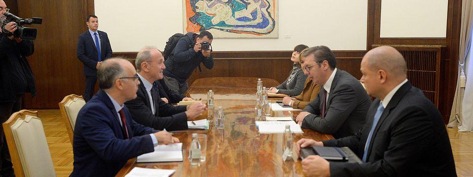 Председник Вучић састао се са амбасадором Републике Француске
