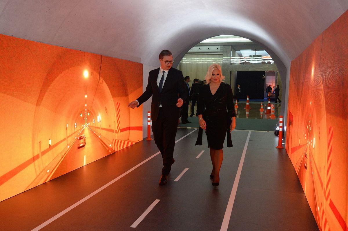 """Predsednik Vučić prisustvovao otvaranju izložbe """"Srbija 2019 – godina infrastrukture: Ništa više nije daleko"""""""