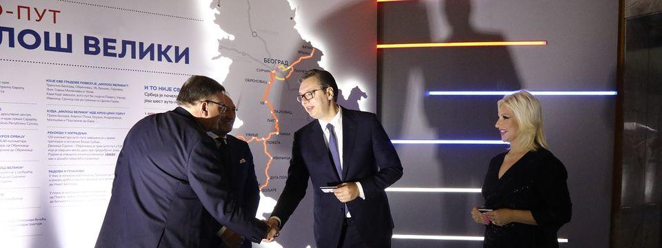 """Председник Вучић присуствовао отварању изложбе """"Србија 2019 – година инфраструктуре: Ништа више није далеко"""""""
