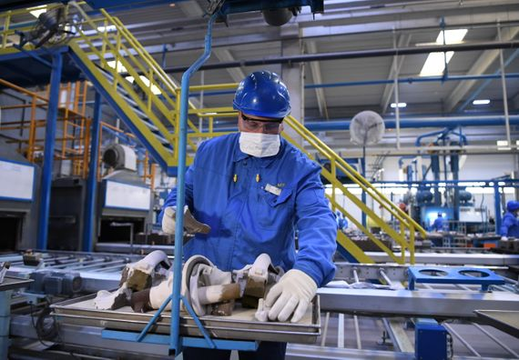 Председник Вучић обишао фабрику MEI TA Europe у Обреновцу