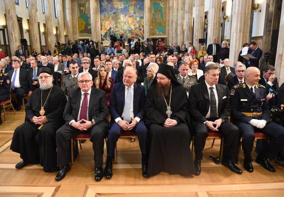 Председник Вучић  уручио одликовања поводом Дана државности