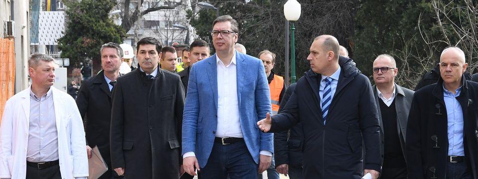 Predsednik Vučić obišao radove na izgradnji i rekonstrukciji Klinike za infektivne i tropske bolesti