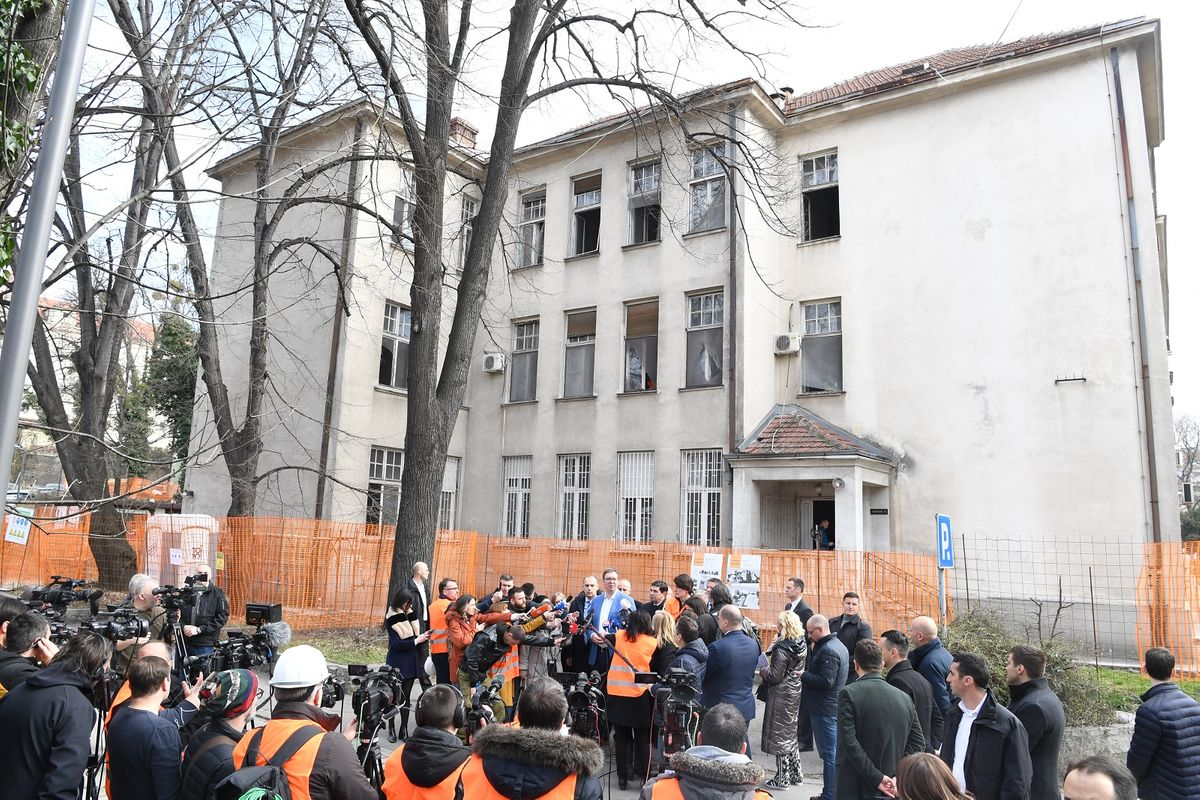 Председник Вучић обишао радове на изградњи и реконструкцији Клинике за инфективне и тропске болести