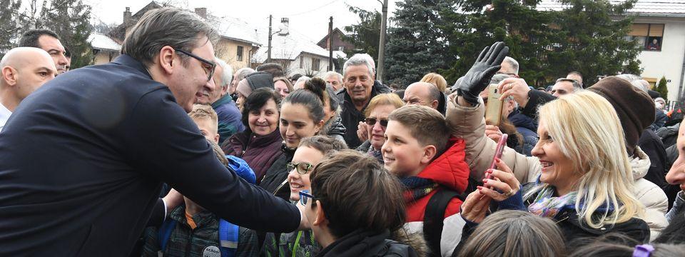Председник Вучић обишао реновирану зграду школе у Горњем Милановцу