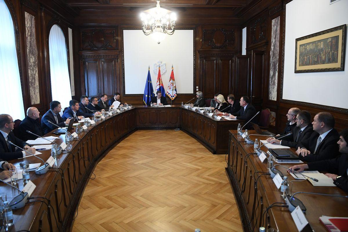 Sastanak Kriznog štaba za otklanjanje nastalih i sprečavanje mogućih  štetnih posledica zarazne bolesti COVID-19 po privredu | Predsednik  Republike Srbije