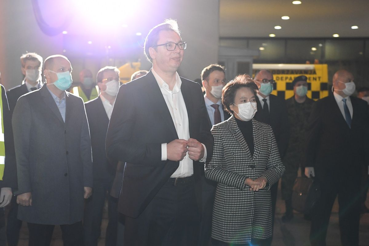 Председник Вучић дочекао је тим лекара из НР Kине