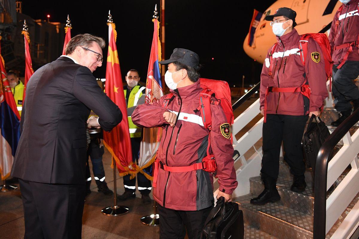 Predsednik Vučić dočekao je tim lekara iz NR Kine