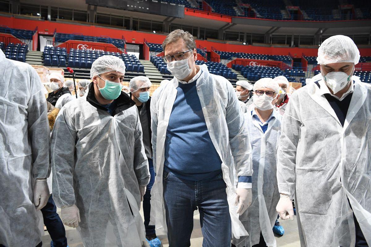 Председник Вучић обишао волонтере у