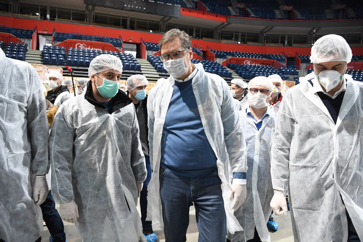 Predsednik Vučić obišao volontere u