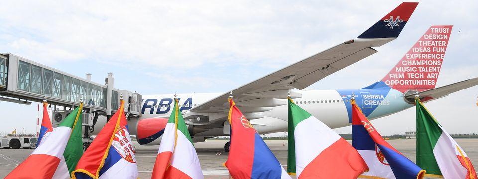 Predsednik Vučićprisustvovao otpremanju medicinske opreme Republici Italiji