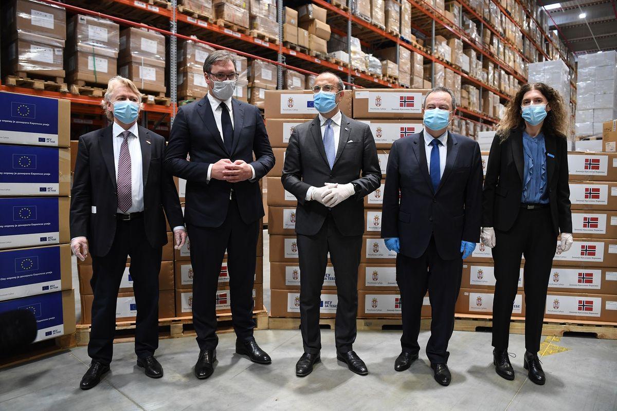 Predsednik Vučić prisustvovao primopredaji medicinske opreme koju Kraljevina Norveška i EU doniraju Republici Srbiji