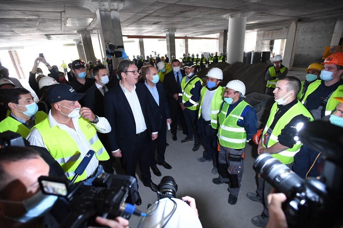 Председник Вучић обишао радове на реконструкцији и изградњи Клиничког центра Србије